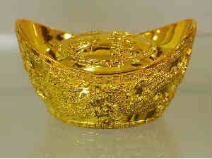 Gold futures declines to Rs 28,098 per 10 grams