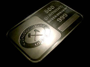Silver futures rise by Rs 1000 per kg