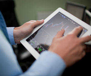 How to choose the right stock broker?