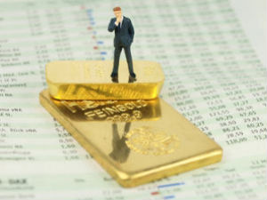 Gold trades marginally higher on MCX; awaits international cues