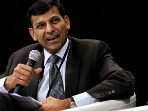 Not comfortable with high inflation: Raghuram Rajan