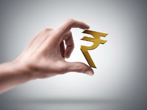 Another flat day for rupee; trades at 59.33 to the dollar at noon