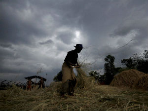 Economic Survey 2014 highlights downwards risk to economy from Monsoon
