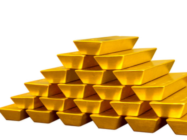 Gold Futures Decline on Global Cues; Fed Minutes Eyed