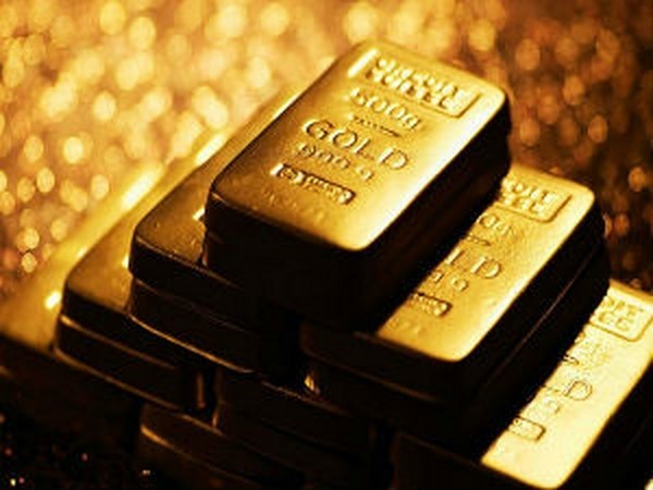 Gold Flat on Declining US Equities
