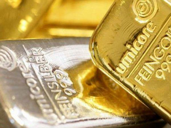 Gold Dips on Strengthening Dollar