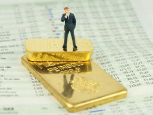 On Weak Dollar Gold Rebounds High Rs 32330 10gm