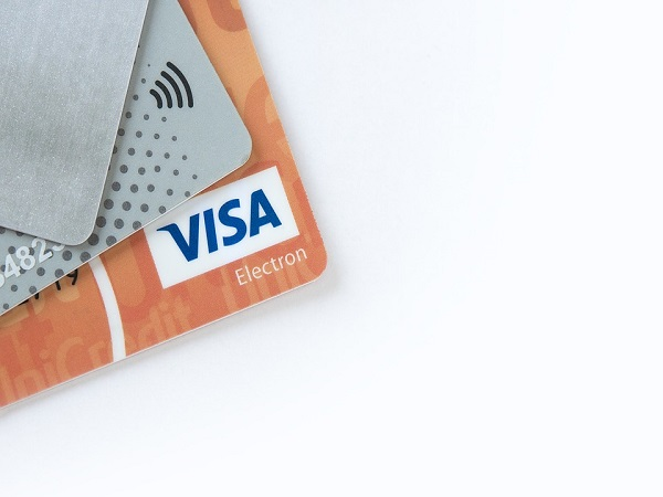 What are contactless cards?