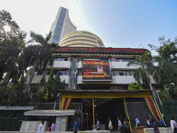 Sensex Slumps 416 Points  As Heavyweights Decline