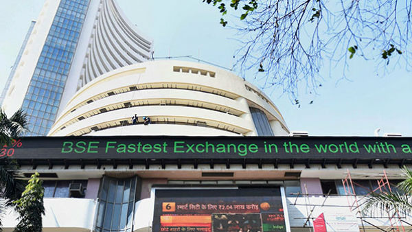 Sensex Trades Higher, Banking Stocks Gain