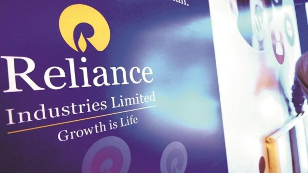 Reliance Industries Fell 2.5% After SC Stay On Future Deal On Amazon's Plea