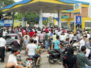 No Extra Charge Consumers Can Pay At Petrol Pumps Cards