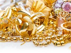 Gold Dips As Worries Geopolitical Uncertainty Abate