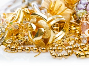 Gold Plunges On Weak Global Cues Strong Dollar