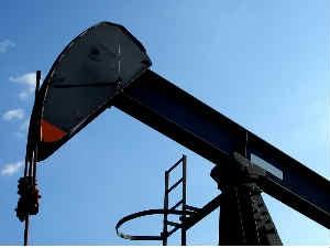 Oil Falls 3 Percent Federal Reserve Stimulus Negative