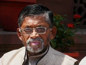 Ficci Meets Textiles Minister Santosh Gangwar On New Textile