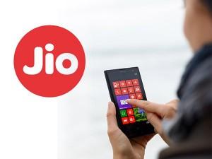 Reliance Jio Users Can Recharge Their Phone Via Whatsapp Here S How