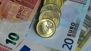 Major Russian Fund Replaces Dollar With Euros Yuan And Gold