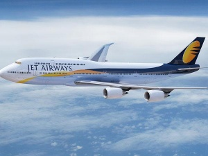Jet Airways Shares Slump as Much as 4% After Reports of Govt Probe Over Embezzlement